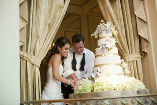 bride-and-groom-cut-ron-ben-israel-cake