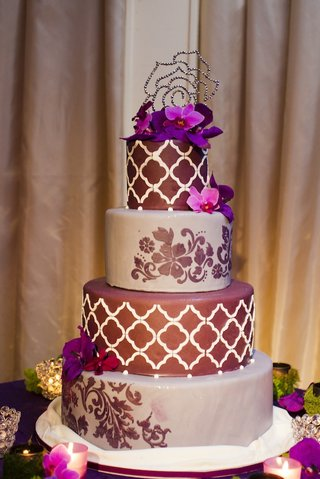 purple-lattice-pattern-wedding-cake-with-crystal-topper