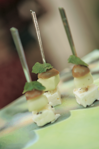 skewer-in-two-kinds-of-cheese-with-olive-and-apple-and-mint