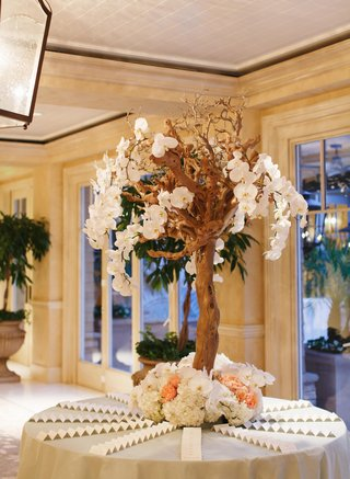 floral-embellished-manzanita-tree-seating-display