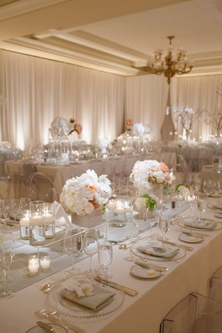 neutral-toned-linens-and-beaded-charger-plates