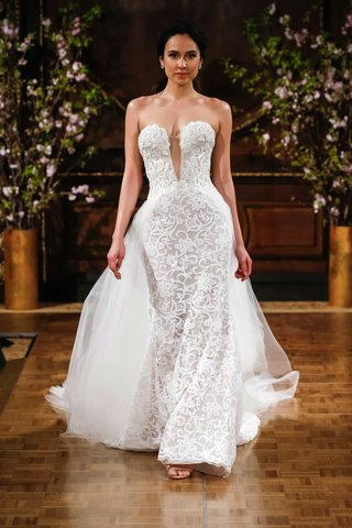 stevie-strapless-wedding-dress-plunging-neckline-isabelle-armstrong-overskirt-detailed-embroidery
