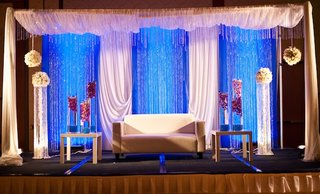 indian-wedding-reception-loveseat-for-couple