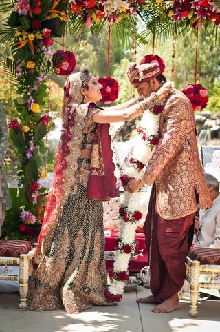 indian-bride-and-groom-participate-in-jaimala-ceremony