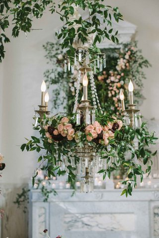 chandelier-covered-in-florals-and-greenery-ranunculus-green-leaves-verdure