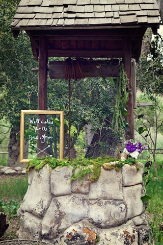 outdoor-wedding-with-wishing-well-on-the-grounds-of-oak-canyon-ranch-agoura-ca