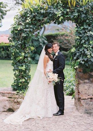 bride-in-liancarlo-spanish-lace-wedding-dress-groom-in-suit-bridal-veil-guatemala-wedding-destinatio