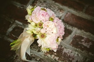 white-and-pink-garden-roses-wrapped-in-sheer-ribbon