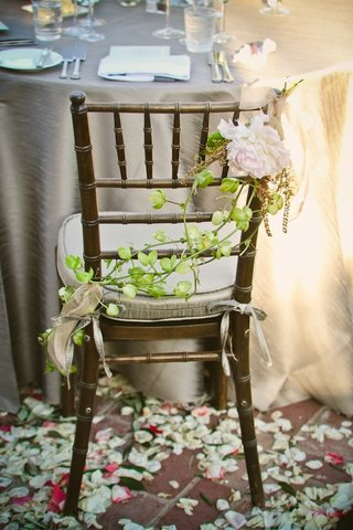 bride-and-groom-chairs-wrapped-in-vines-and-flowers