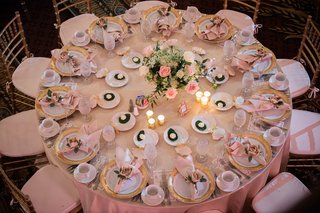 reception-table-with-blush-linens-and-gold-rimmed-chargers