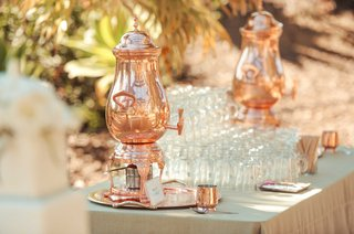 outdoor-wedding-with-copper-coffee-dispenser-display-glasses-sugar-and-stirring-sticks