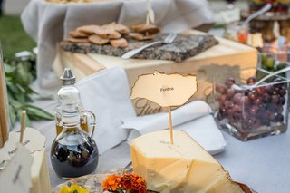 rustic-wedding-cocktail-hour-with-cheese-plate-on-a-wood-slab-crostini-olives-balsamic-vinegar