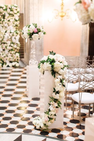 white-base-with-flowers-on-top-that-cascade-down-rotunda-wedding-ohio-statehouse