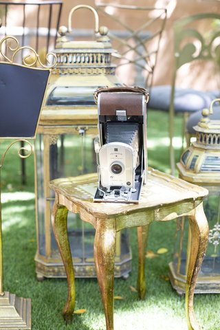 vintage-camera-with-leather-bellows-1920s-inspired-styled-shoot