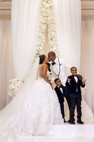 shannon-perkins-tahir-whitehead-kiss-at-wedding-ceremony-with-sons-at-altar-on-stage-cute-family