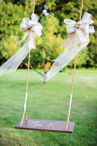 wedding-reception-in-pennsylvania-country-field-with-a-wood-and-rope-swing-with-gold-white-ribbon