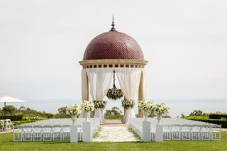 the-resort-at-pelican-hill-wedding-under-a-rotunda-with-floral-chandelier-newport-wedding
