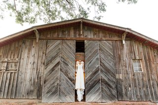 wedding-venue-barn-vintage-with-wedding-dress-hanging-up-on-doors