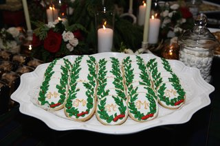 christmas-sugar-cookies-with-wedding-monogram-holly-decoration-for-holiday-theme-wedding