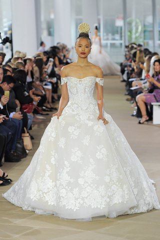 ines-di-santo-spring-2018-off-the-shoulder-sweetheart-lace-a-line-ball-gown-long-cathedral-train