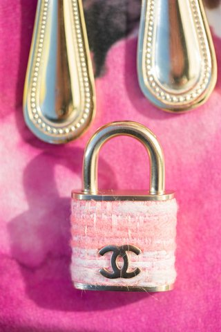pink-chanel-lock-on-pink-fuchsia-table-linen-with-gold-flatware