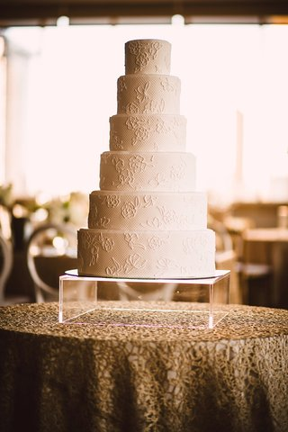 six-tiered-wedding-cake-with-lace-pattern-after-brides-dress