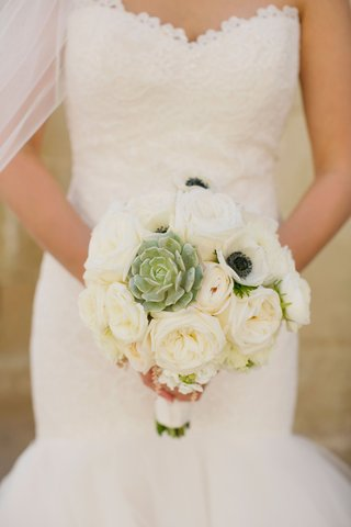 modern-ivory-bouquet-with-succulent-white-garden-rose-anemone