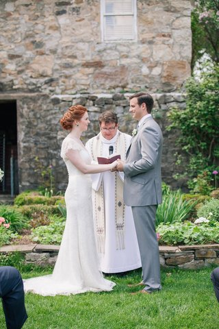 bride-and-groom-holding-hands-at-altar