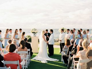 sanibel-and-captiva-island-wedding-ceremony-grass-lawn-white-riser-blue-white-compote-vase-hydrangea