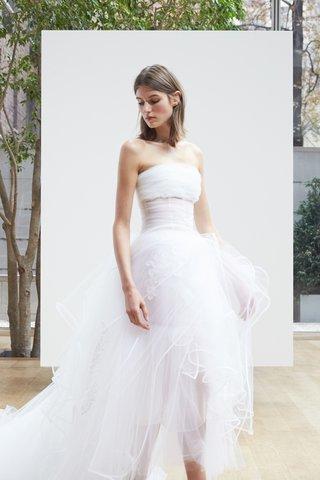 milena-oscar-de-la-renta-spring-2018-white-tulle-ball-gown-bodice-floating-applique-ribbon-detail