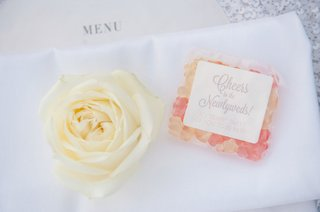 sugarfina-gummy-bears-as-wedding-favors