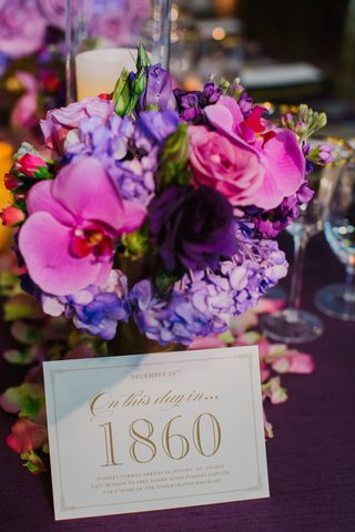 table-card-with-pink-and-purple-bouquet-at-wedding