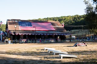 countryside-barn-decorated-with-american-flag