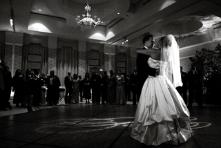 black-and-white-photo-of-first-dance-in-ballroom
