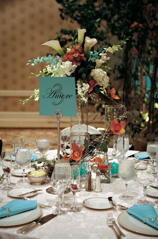 complementary-color-wedding-reception-table