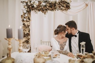 wedding-reception-sweetheart-table-gold-leaves-white-pumpkin-orchid-grey-candle-on-gold-candlestick