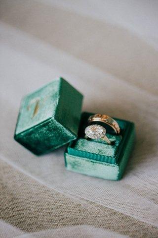 wedding-rings-engagement-ring-round-halo-design-vintage-inspired-in-emerald-green-velvet-mrs-box