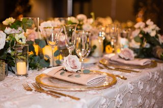 wedding-reception-texture-flower-applique-linen-blush-gold-rim-charger-low-centerpiece-pink-rose