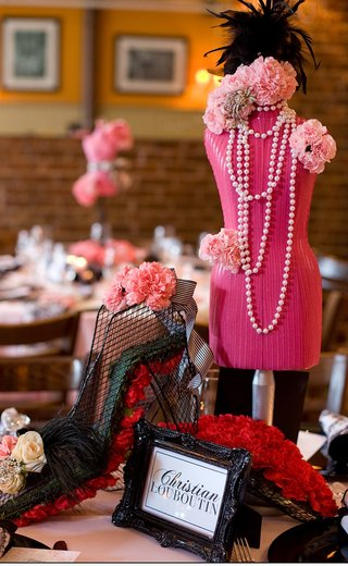 black-framed-table-name-and-pink-mannequin-centerpiece