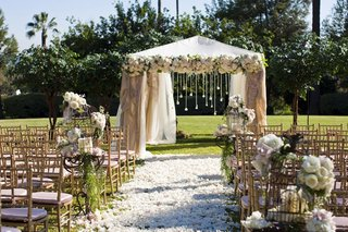 bird-cages-along-aisle-at-outdoor-wedding-ceremony