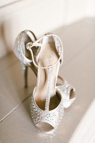 thalia-sodi-bridal-heels-t-strap-metallic-heels-peep-toe-geometric-pattern