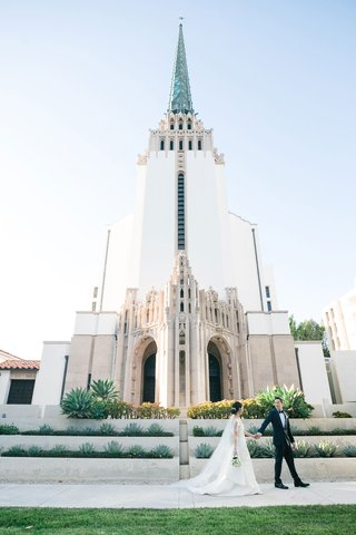 wedding-ceremony-church-venues-in-los-angeles-westwood-united-methodist-church-bride-groom-in-front
