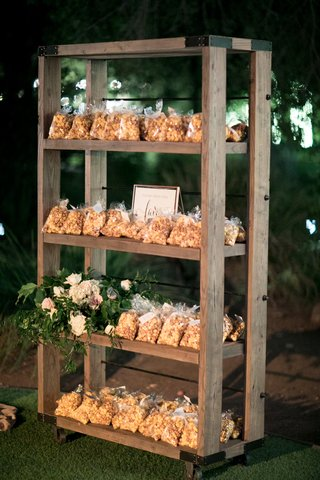 garretts-popcorn-chicago-mix-wedding-favors-cheddar-and-caramel-popcorn