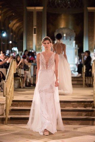 idan-cohen-fall-winter-2018-empire-of-love-wedding-dress-sleeveless-bridal-gown-overskirt-plunging