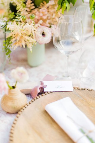 wedding-reception-place-setting-wood-charger-plate-with-bud-vase-pottery-made-by-bride-pink-ribbon