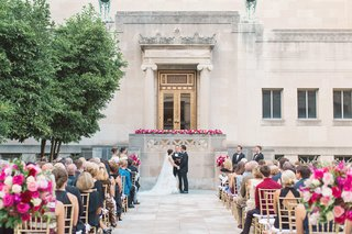 cincinnati-art-museum-wedding-with-gold-chiavari-chairs-and-light-and-dark-pink-flower-arrangements