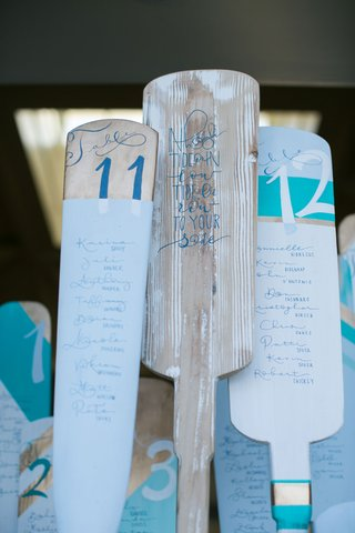 ocean-themed-wedding-seating-chart-made-of-mini-oars