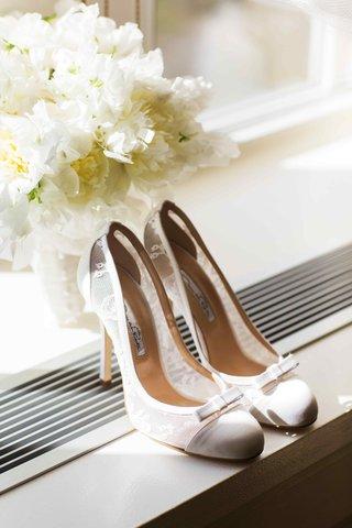 oscar-de-la-renta-lace-wedding-heels-with-bow