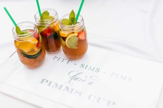 wedding-signature-cocktail-pimms-cup-with-fresh-fruit-and-mint-green-straws-on-lucite-tray