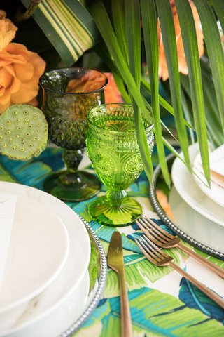 tropical-wedding-inspiration-table-setting-bright-green-goblet-dark-green-goblet